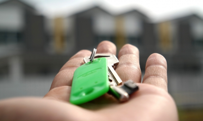Hand holding bunch of keys, Blount and Maslin estate agents explain the buying process
